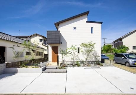 福岡市博多区「シンプルデザインに映える植栽」外構工事