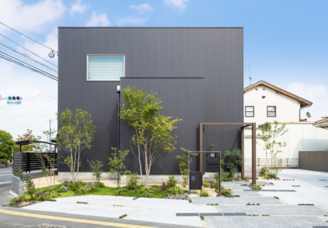 福岡県朝倉市「シンプルモダンな住宅と一体感を持つアプローチゲート」外構工事