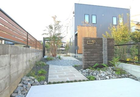 福岡県久留米市「落ち着きのある和モダンテイストな門周り」外構工事